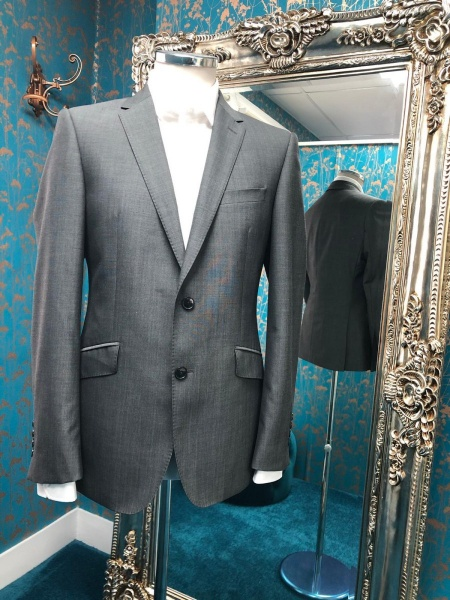 Bespoke suits/men's clothing alterations